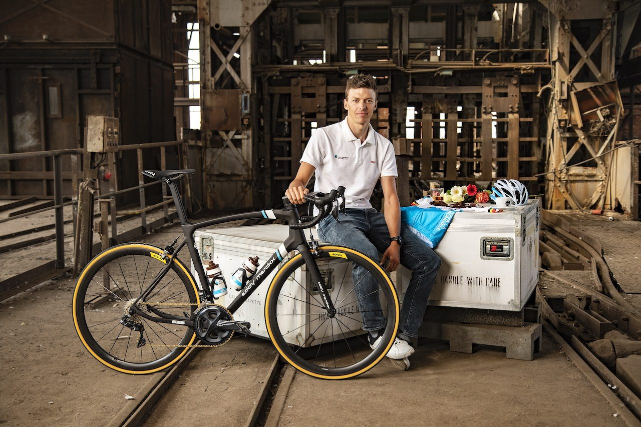 Oliver Naesen et son Eddy Merckx 525